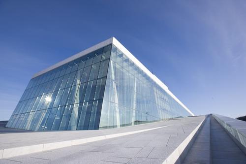 фасад здания оперного театра в Осло