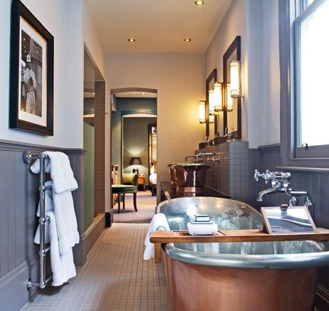 интерьер ванной в гостинице Fox & Anchor, Лондон, Великобритания, дизайн Lauren Taylor, Malmaison & Hotel du Vin Design Team. 3 место в номинации.