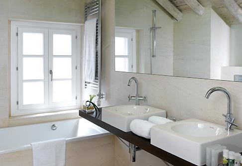 интерьер ванной комнаты в гостинице Hospes Villa Paulita, Гирона, Испания, дизайн Hospes Design Team. 4 место в номинации