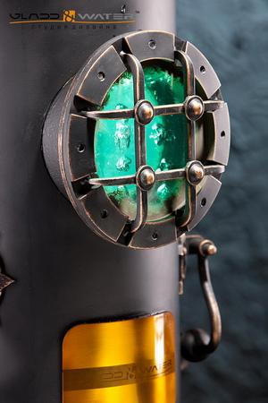 Подсветку внутренней полости (зеленого цвета) и низа (красного цвета) обеспечивают две гибкие светодиодные «линейки» SLV (Германия).
