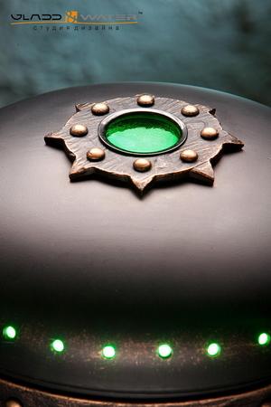 Первая клавиша пульта включает зеленую светодиодную подсветку вместе с компрессором