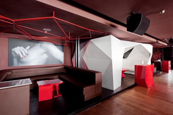 места для посетителей и отдельный кабинет в зоне ресторана