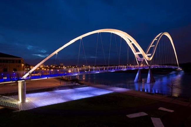 Подсветка моста Infinity, дизайн света SPEIRS & MAJOR ASSOCIATES, инжиниринг Expedition Engineering, архитектурное проектирование Stephen Spence Architects