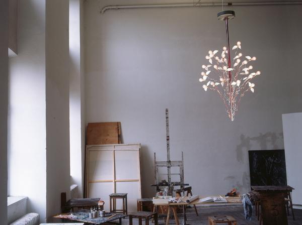 светильник ПтицыПтицыПтицы, Инго Маурер в интерьере мастерской художника