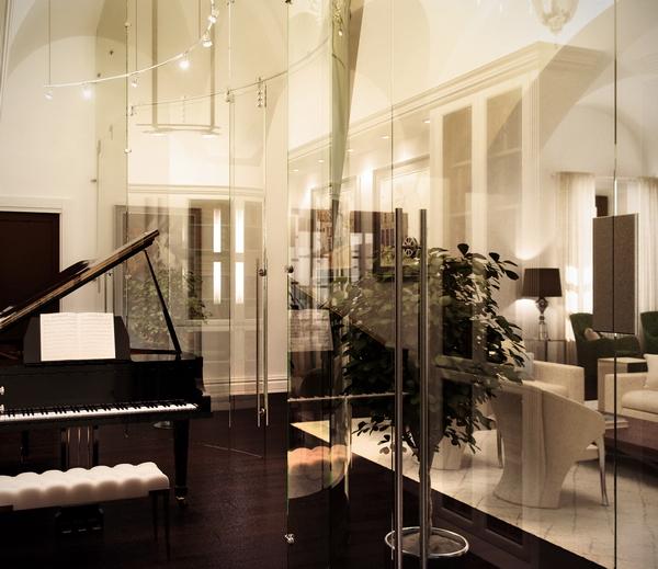 мобильная стеклянная перегородка в гостиной