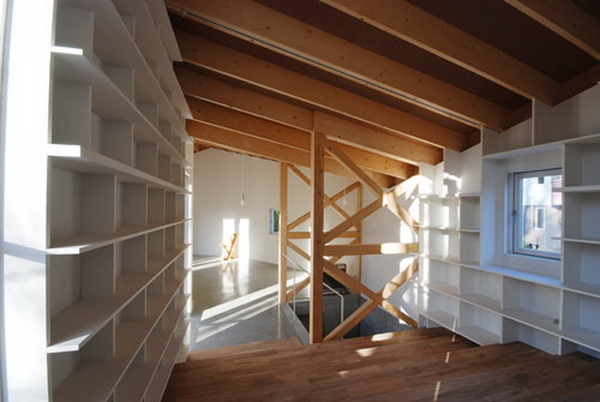 интерьер со стеллажами для книг