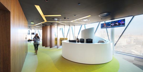 интерьер офиса в Братиславе со стойкой респешн