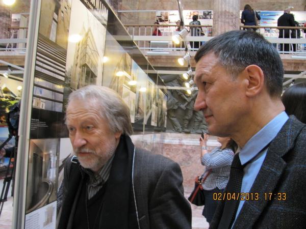 И. Уралов и Р. Даянов на выставке