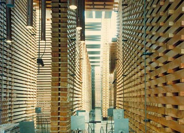 интерьер павильона Швейцарии в Ганновере, архитектор Петер Цумтор