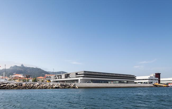морской фасад культурного центра, архитектор Эдуардо Соуто де Мора