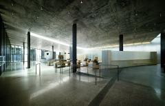 интерьер общественной зоны в центре для посетителей