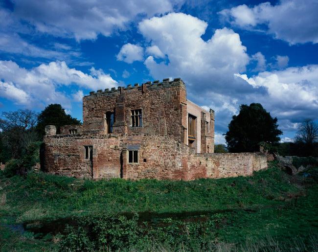 вид на замок после реконструкции