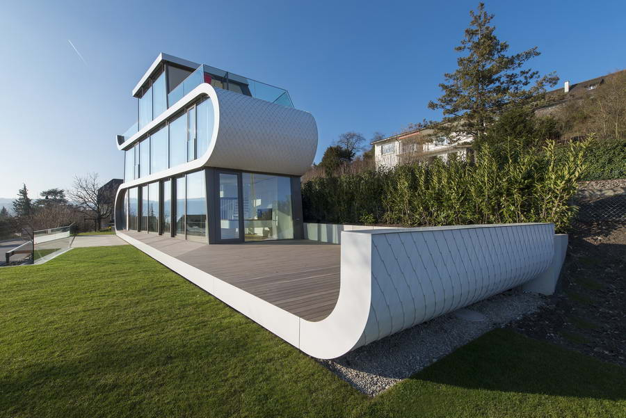 дом в Швейцарии, вид с газона