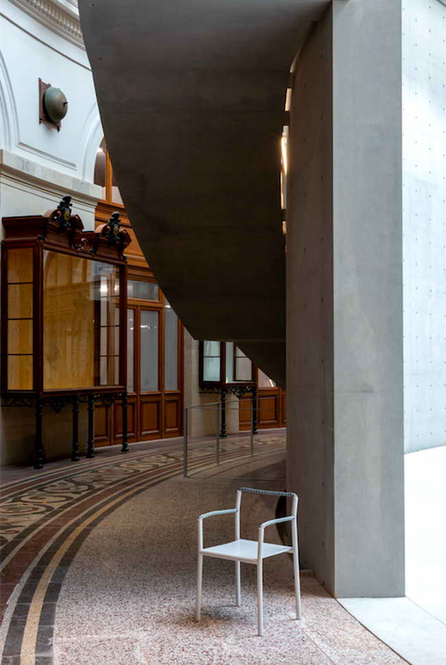 кресло Rope Chair в интерьере музея