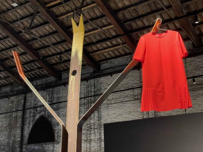 фрагмент инсталляции Elastico Farm на биеннале, Венеция, 2021
