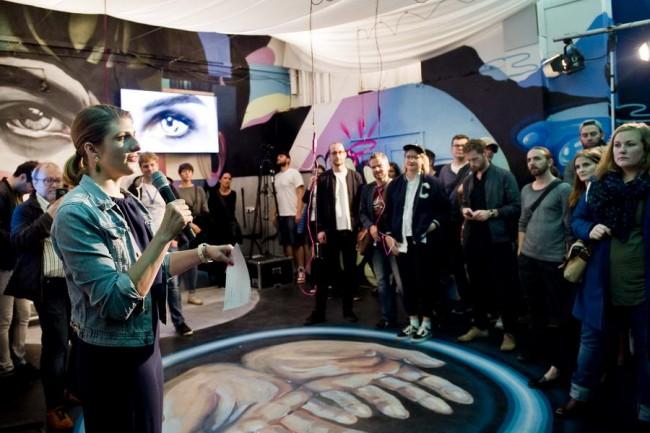 художница ELLE на выставке sreet art в Берлине