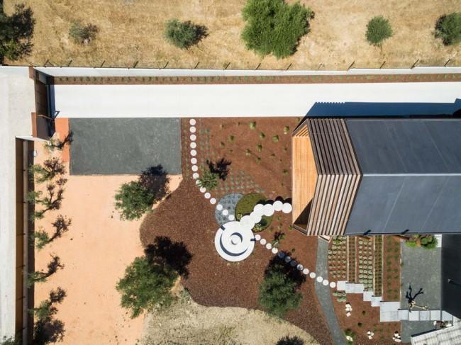 вид дома сверху, съёмка дроном