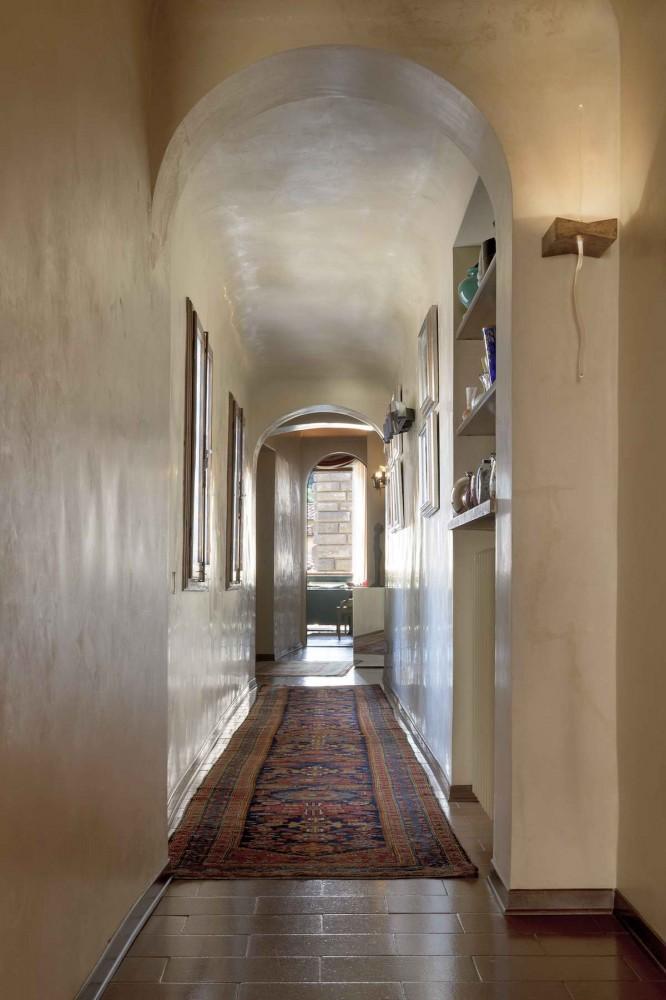 коридор с персидским ковром