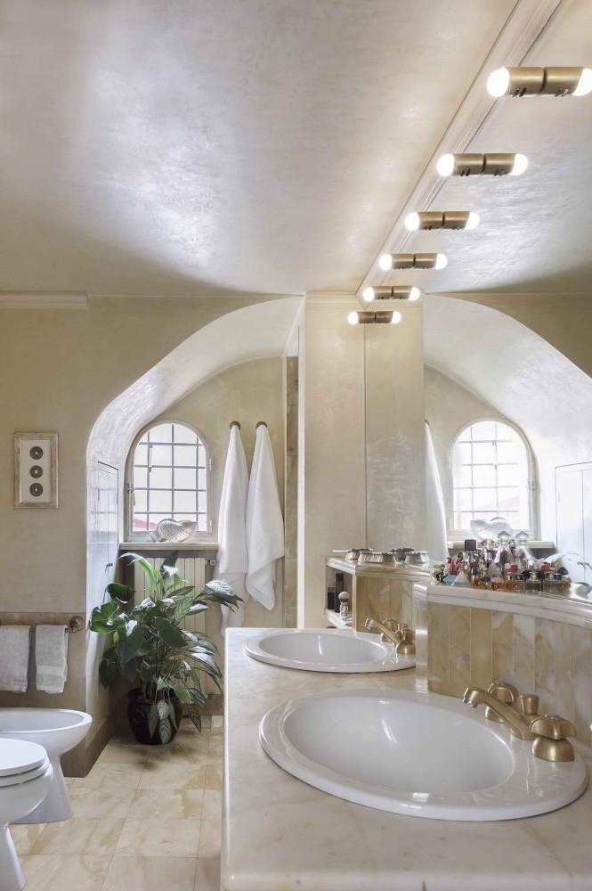 ванная, сиенский мрамор