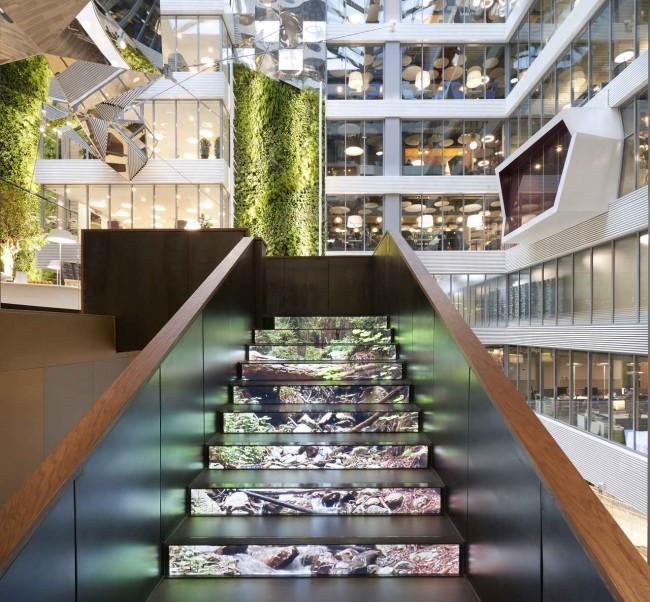 лестница в интерьере штаб-квартиры