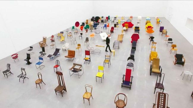 история дизайна стульев - инсталляция в музее Vitra