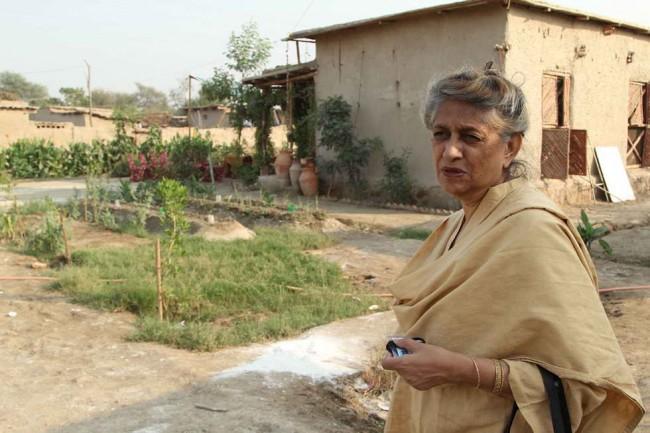 Yasmeen Lari в квартале доступных домов, деревни Моак Шериф