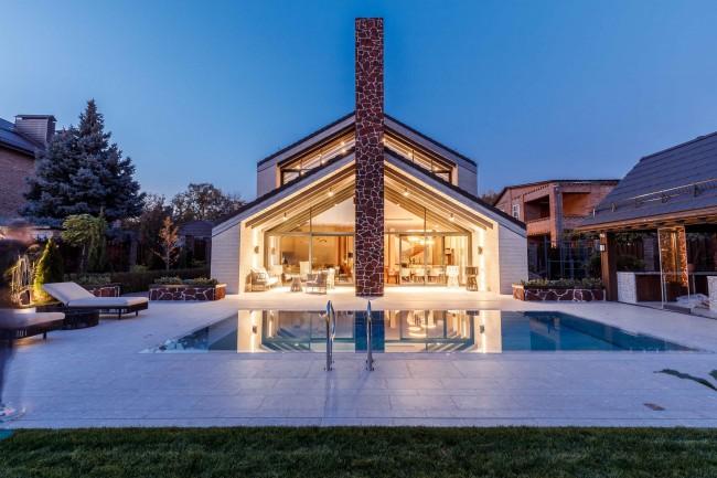 фасад дома с бассейном