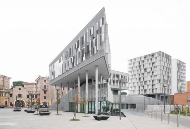 комплекс зданий на площади в Городе солнца