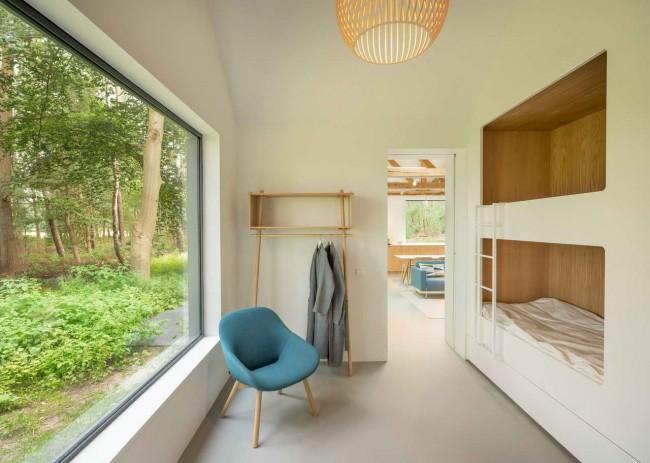 интерьер детской со встроенными кроватями