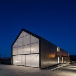 вечерний вид дома Filipe Saraiva