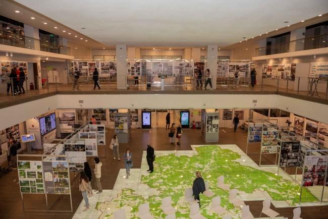 выставка на фестивале Под крышей дома