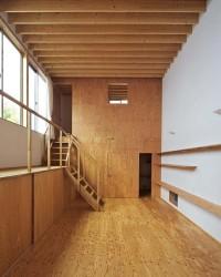 интерьер дома с балконом