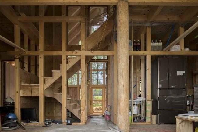 брёвна и лестница в интерьере Niseko's house
