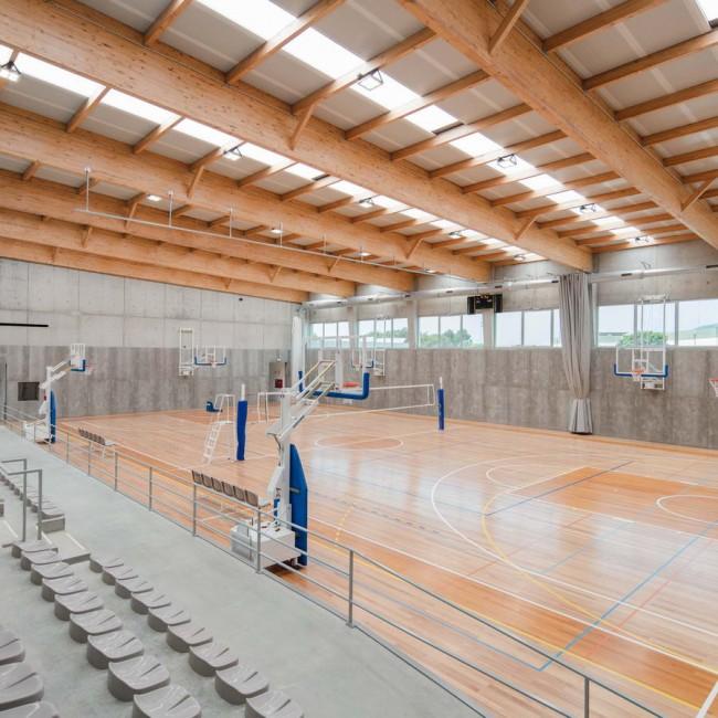 интерьер спортзала для игры в баскетбол и волейбол