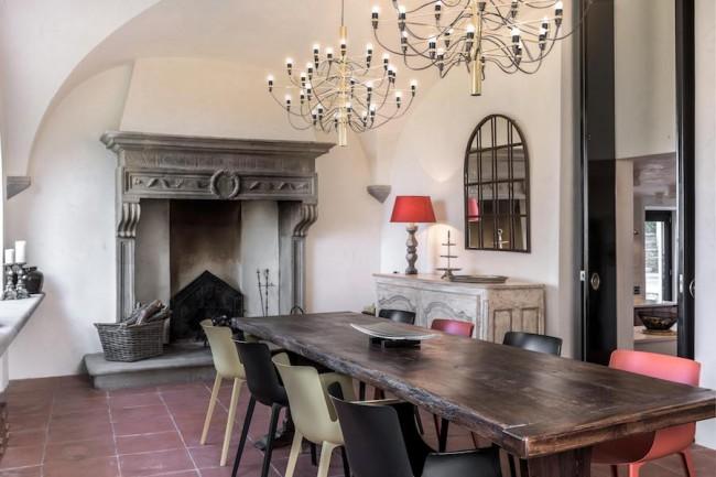 интерьер столовой в Maison Ache