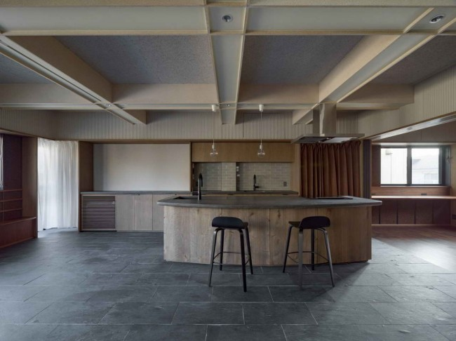 кухонный остров и потолок