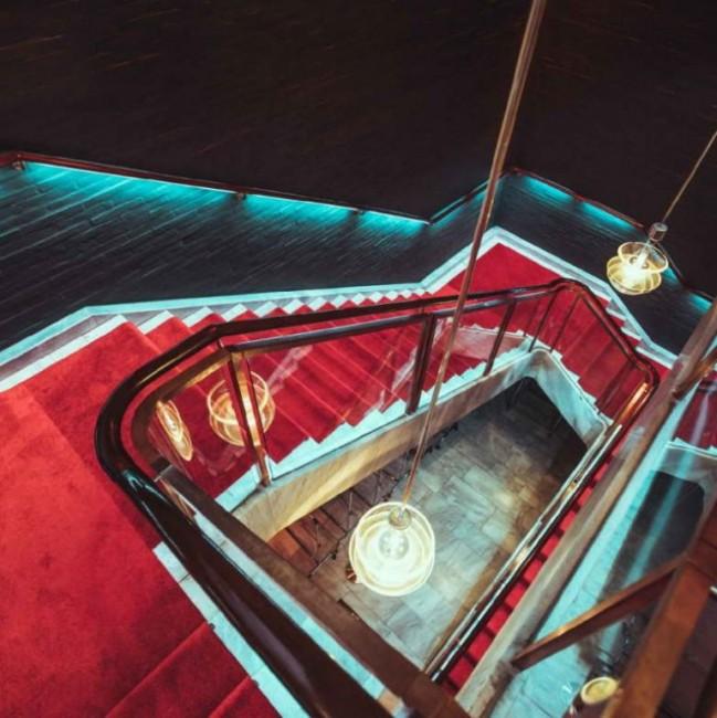 лестница с подсветкой, дворец Берга