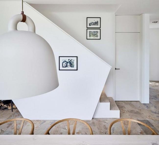 лестница за перегородкой-ширмой