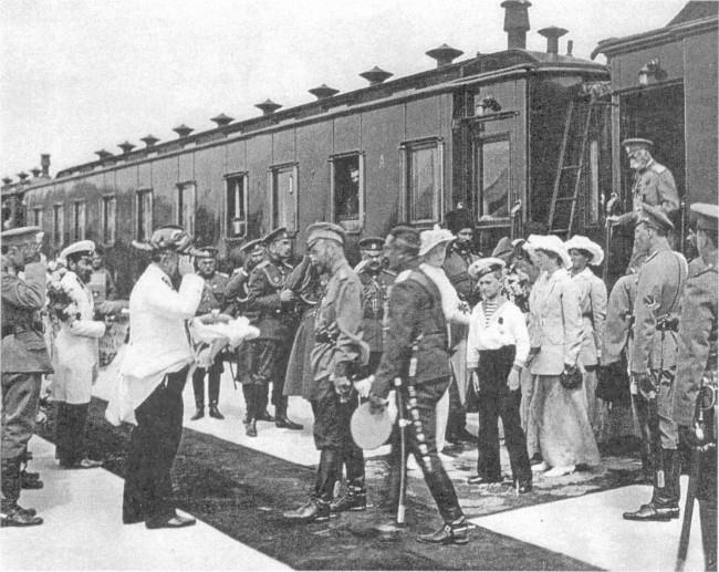 император Николай 2 на вокзале