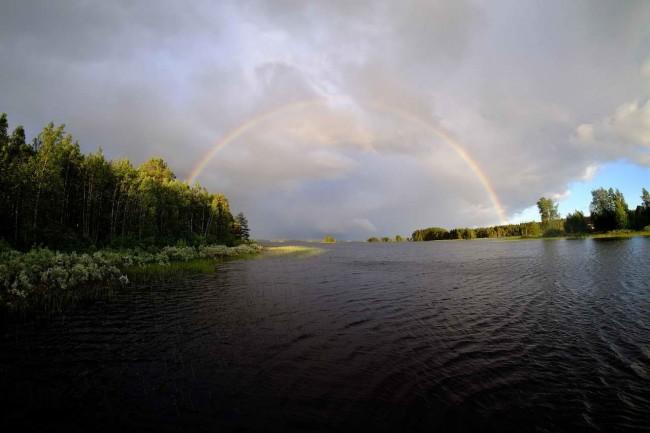 озеро с радугой