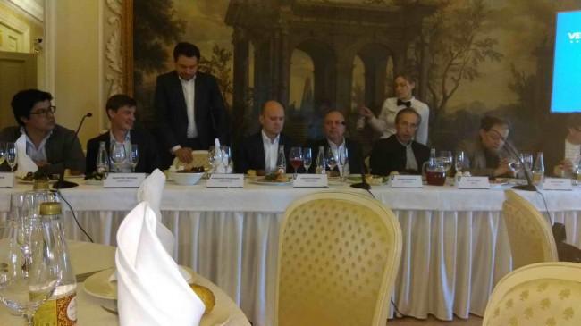 архитекторы Явейн, Чобан и Гнездилов на пресс-ланче в Константиновском дворце.