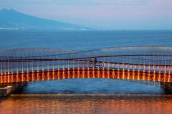 Пешеходный мост на пляже Байраклы