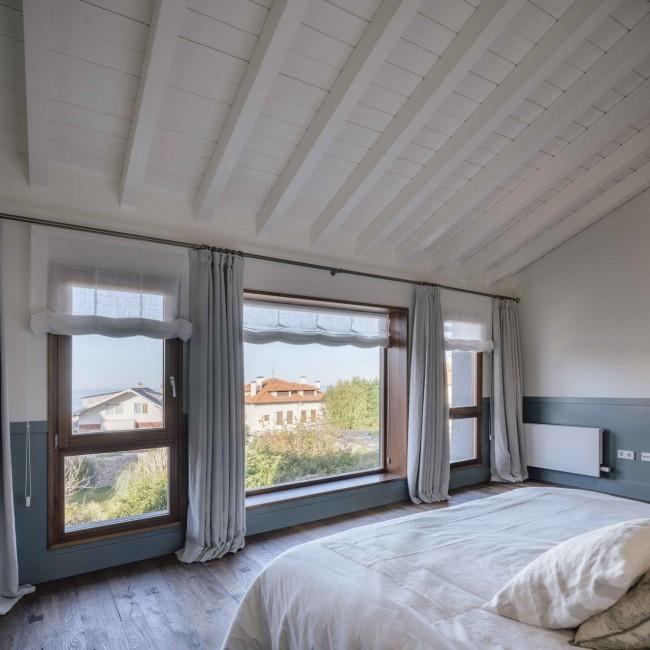 спальня с тремя окнами, Comillas House