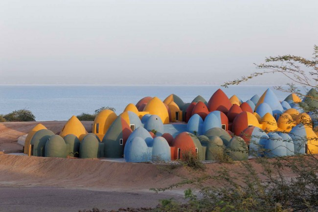 земляные дома в Ормузе