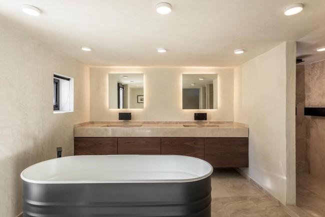 ванная комната с ванной agape