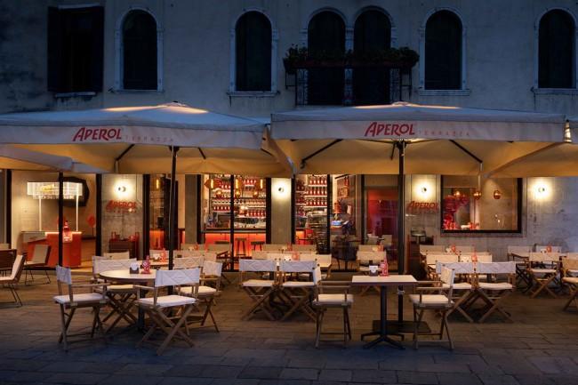 входы в ресторан и бар Aperol, Венеция