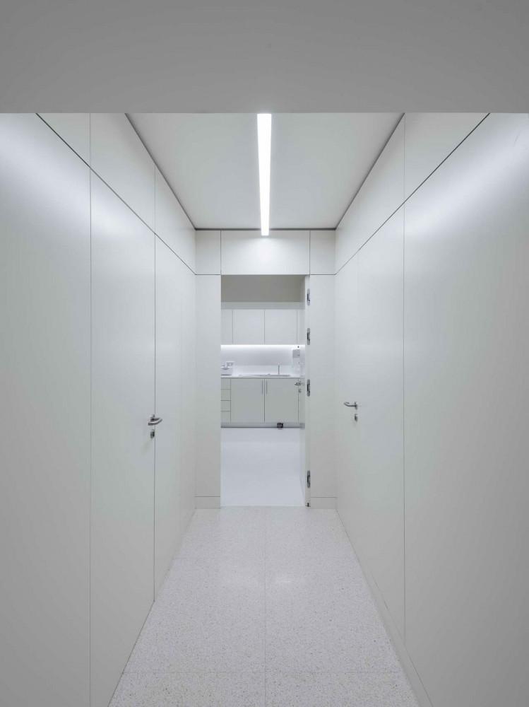 интерьер белого коридора
