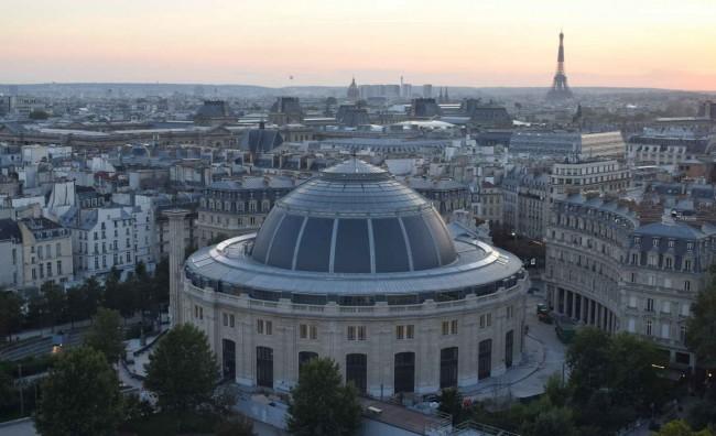 здание бывшщей коммерческой палаты в Париже