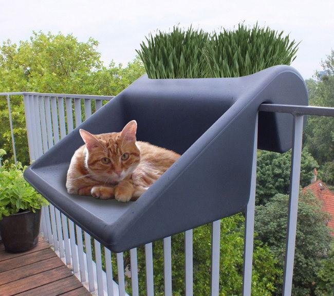 балконный ящик со столиком и котиком, дизайн Michael Hilgers