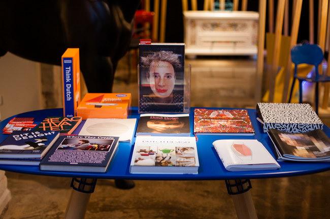 книги о голландском дизайне на выставке Голландская полка